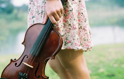 girl-music-vintage-violin-favim-com-490951
